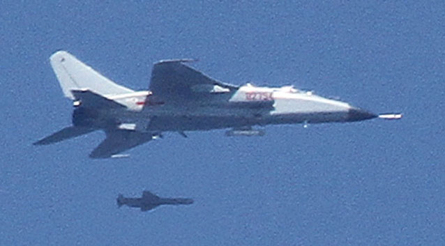 A JH-7 fighter-bomber launching the KD-88 air-to-surface missile