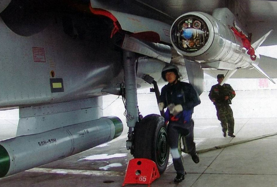 PLAAF Kh-59 air-to-surface missile and its datalink pod